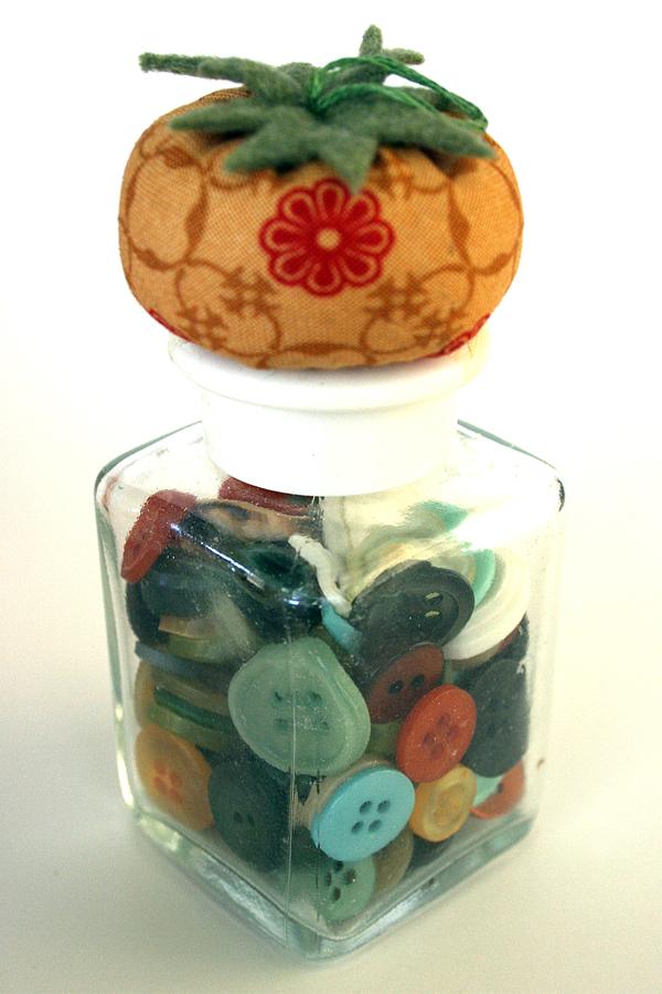 Gift for sewers_button jar_pin cushion_moda fabrics