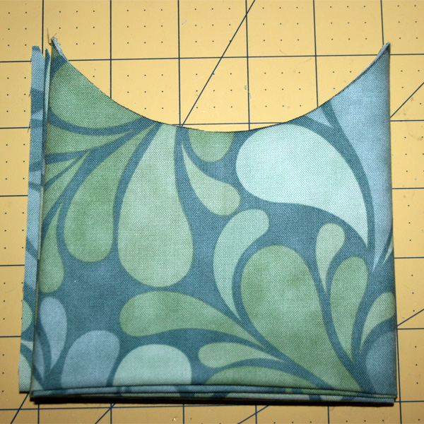 Beach_bag_scallop_pockets_cutting