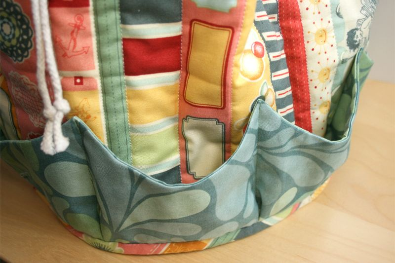 Beach_bag_salt_air_fabric_moda_julie_comstock_cosmo_cricket_pockets