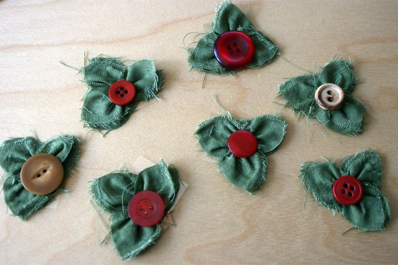 Christmas_craft_Fabric_gluber_holly and berry_flower