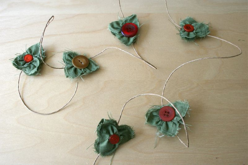 Holiday_craft_poinsettia_gluber_garland