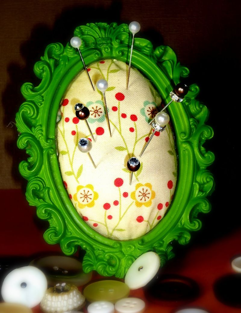 Frame pin cushion cosmo cricket