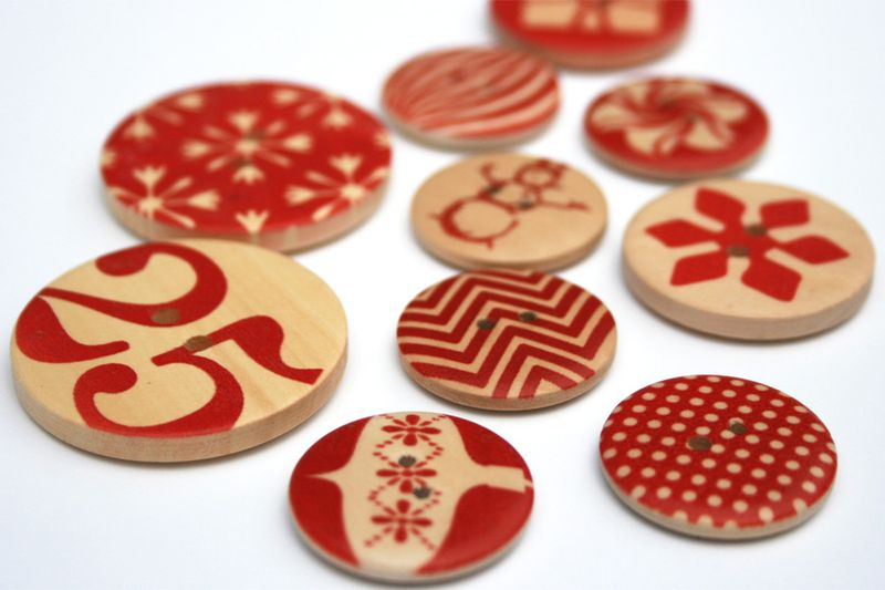 Christmas wooden buttons_cosmo cricket elements