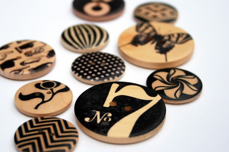 Natural wooden buttons_cosmo cricket elements
