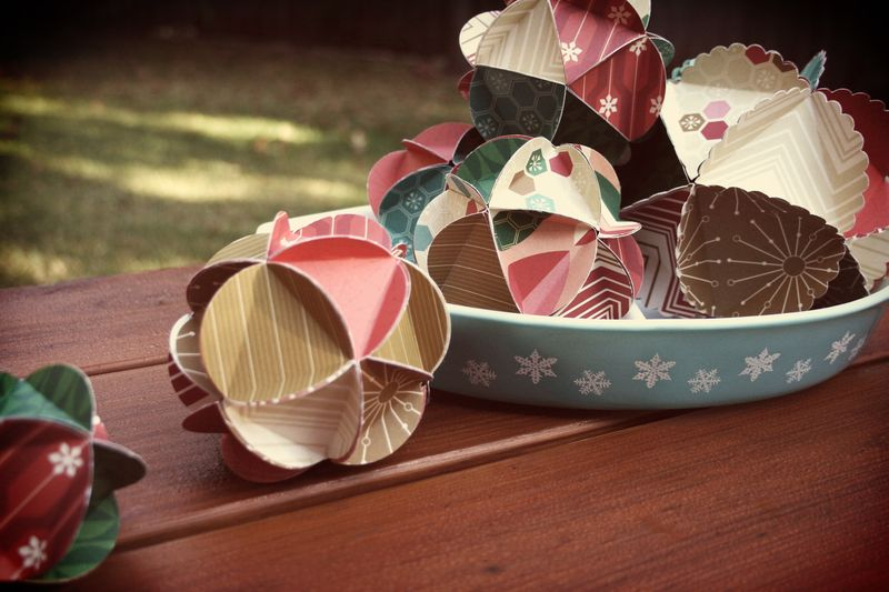 Jolly Days Paper Ornaments