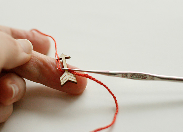Adding an arrow to a crochet bracelet